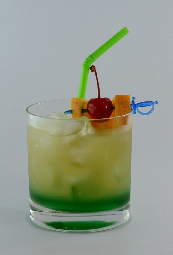 PEARL HARBOR  A colourful drink full of flavours of the tropics. You only need 3 ingredients: vodka, melon liqueur, and pineapple juice.