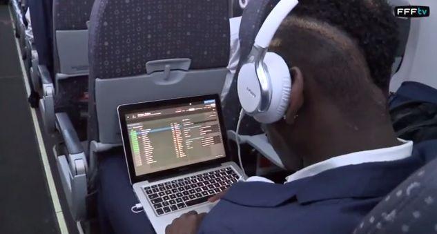 Quand Pogba et Griezmann jouent à Football Manager après France-Nigeria - http://www.actusports.fr/109940/pogba-griezmann-jouent-football-manager-apres-france-nigeria/