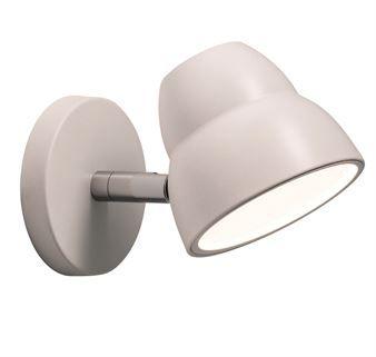 Den enkle og klassiske vegglampen Fico er utmerket til lesing og passer derfor perfekt i soverommet ved sengen. Lampen er laget av det danske varemerket Herstal som er kjent for sitt design i ekte Skandinavisk ånd. Vegglampen Fico er utviklet med en LED-dimmer og en minnefunksjon slik at du kan ha samme lys når du slår på som du hadde da du slo av.