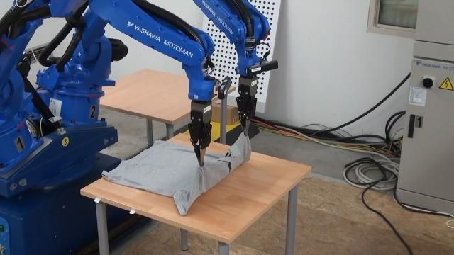 This robot folds clothes better than you.