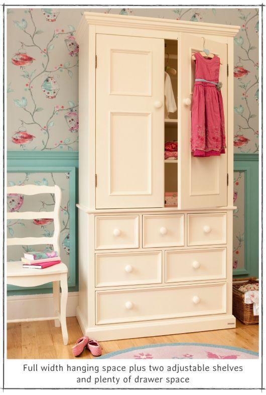 Розово-бирюзовая романтическая детская комната для девочки