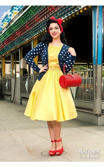 Лук 70-х, желтое, пышное платье, жакет в горошек и красные туфли с сумкой