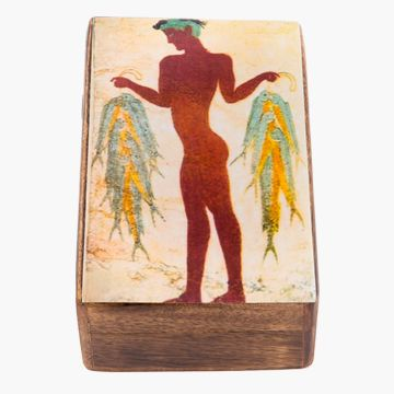On the wooden box is pictured a fisherman. The theme depicted on the box is one of the best preserved frescoes from Akrotiri on the island of Santorinin in Greece and shows a male figure holding a bunch of fish in each hand tied together with yellow string. Dimensions: 15 x 10 x 6 cm.