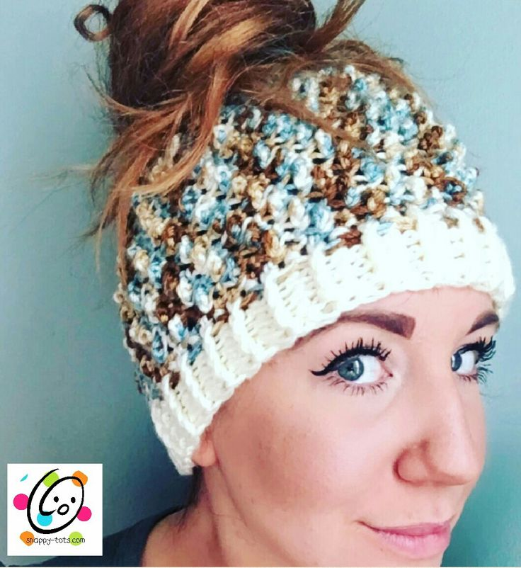 Free messy bun, ponytail hat crochet pattern with a fun nubby texture.