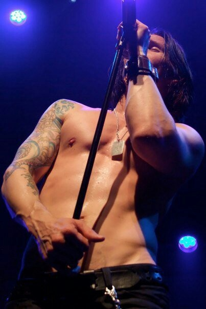 Myles Kennedy. Aka the defenition of sexiness and perfection