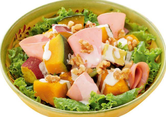 Салат из батата и тыквы  Салат из батата и тыквы   богат витаминами и минералами. Этот салат  придётся по вкусу любителям овощей. Его можно подавать тёплым, а можно и холодным. В состав салата можно включать мясо, а можно приготовить чисто вегетарианский вариант.  рецепты полезных и сытных салатов
