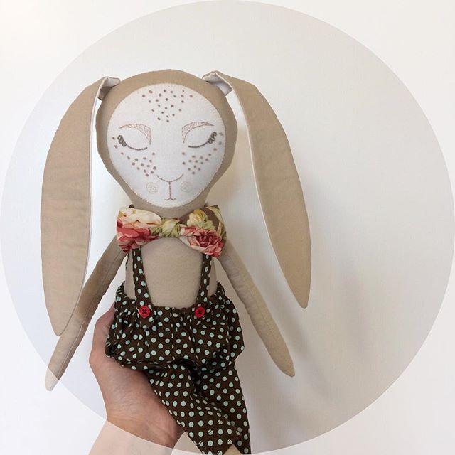 Freckled Bunny☀️  .  .  .  #kuklamoo .  .  #lovemymakers#handmadetoy#handmadedoll#handmadewithlove#heirloomdoll#sew#handmadeshop#momlife#giftideas#kawaii#artdoll#fantasydoll#ragdoll#fabricdoll#dollmaker#heirloomtoy#kidsdesign#handembroidery#clothdoll#handcrafted#clothdollmaker#handmade#rabbit#Bunny