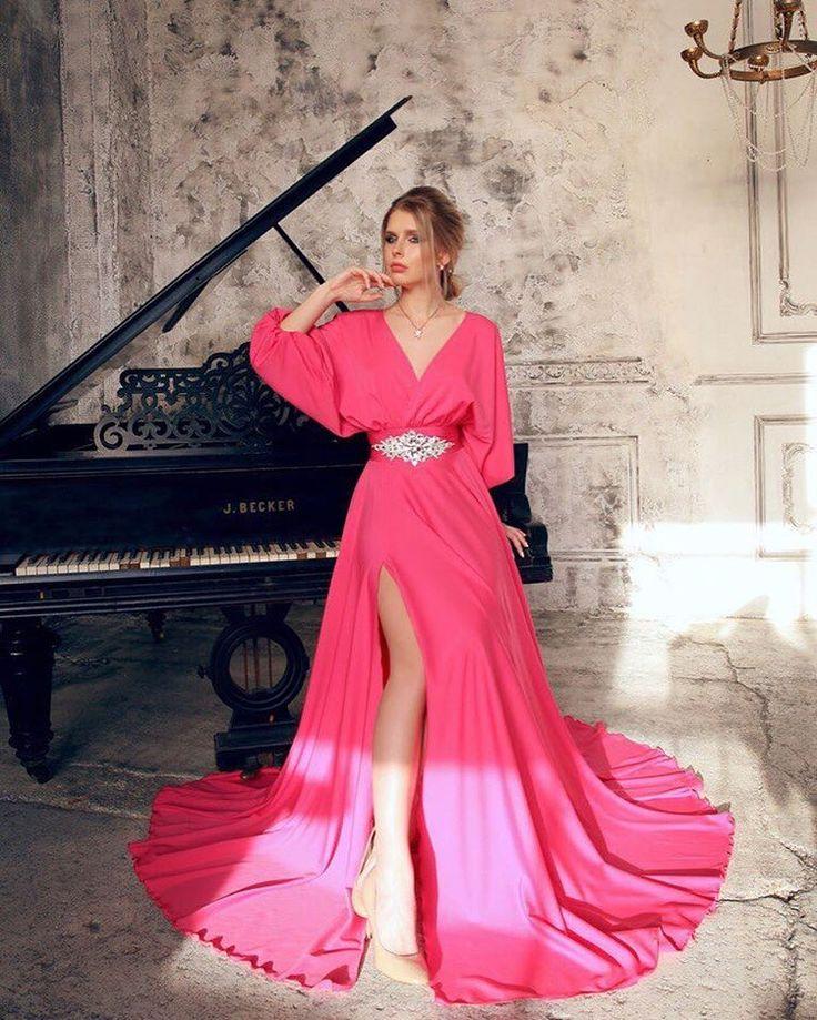 Сногсшибательное платье с разрезом и глубоким декольте😍👍💕💕💕 Всего одна штучка 🔥🔥