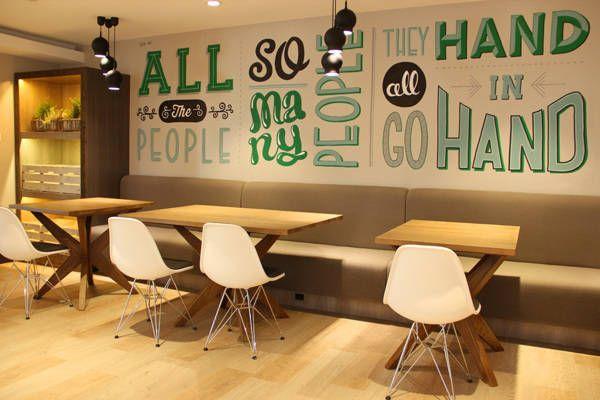 Murales hechos con tipografías by Tobias Hall