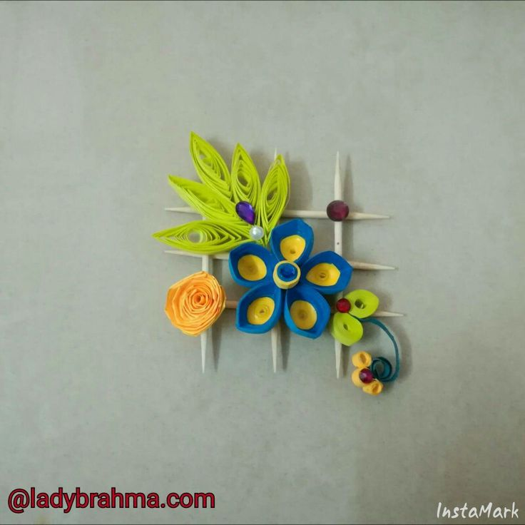 Quilled flower wall hanging