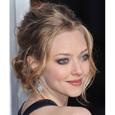 Abiye kıyafetlerle de uyum sağlayabilen dağınık topuzlar bu sezon ilk tercihiniz olabilir. #amandaseyfried #hair #care #beauty #beautiful #haircut #hairstyle #fashion #hairfashion http://www.handehaluk.com