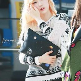 공항스타일 - 150806 공항 사복패션 태연 우주 클러치 #SNSD #TaeYeon #少女時代 #テヨン #clutch