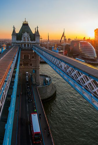 View from above London's classical Tower Bridge to the futuristic City Hall