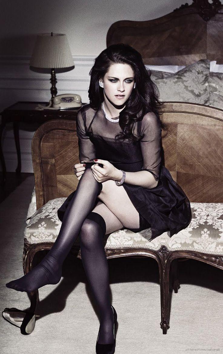 She's so pretty..in a kinda mysterious..white trashy way