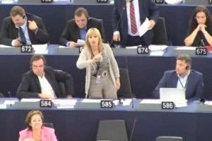 Grognards: Alessandra Mussolini show all'Europarlamento. Si s...