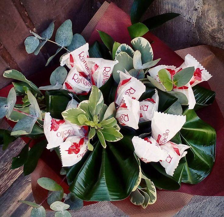 """54 aprecieri, 1 comentarii - Floraria Dorothy's (@florariadorothys) pe Instagram: """"We love chocolate!! #chocolate #bouquet #raffaello #cluj #clujlife #clujnapoca #lifeincluj…"""""""