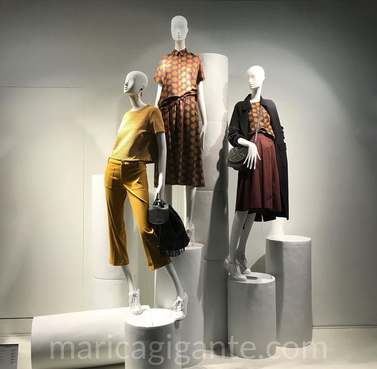 Use of light pyramid scheme color and prints mix are just perfect in the simplicity of this (secondary) #window at @Mango