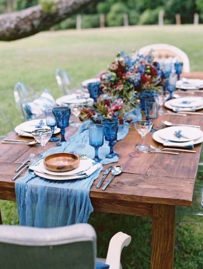 Do you dream in color?  {White Linen Plates, Vintage Blue Glassware, Vintage…