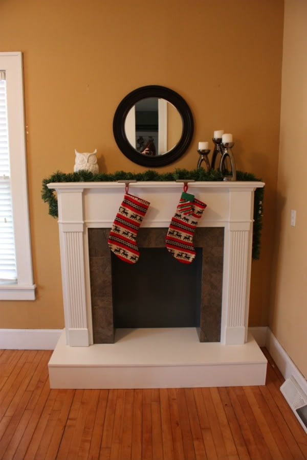 25 best ideas about fake fireplace mantles on pinterest fake fireplace fake fireplace mantel. Black Bedroom Furniture Sets. Home Design Ideas