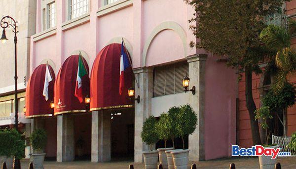 El Hotel Francia Aguascalientes es una propiedad que está alojada en un edificio de arquitectura estilo francés, construido en 1915 y considerado Patrimonio Histórico de la ciudad de Aguascalientes. Este hotel ejecutivo cuenta con servicios e instalaciones de negocios incluyendo varios salones de eventos, así como 74 amplias habitaciones, restaurante, estacionamiento y tintorería. ¡Vive tu propio #MyBestDay!