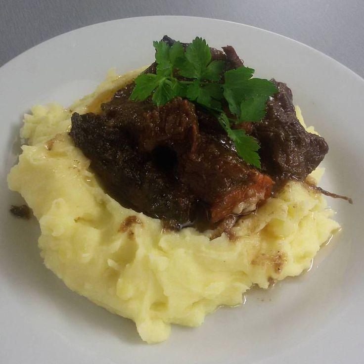 Hovězí krk na Tramínu feat. babička. Pár porci zbylo na zítra.  #lunch #thirwinebar http://www.thir.cz/