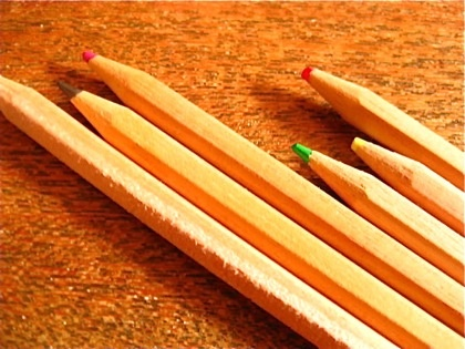 Colored pencils protected with beeswax. 蜜蝋でコーティングされた色鉛筆