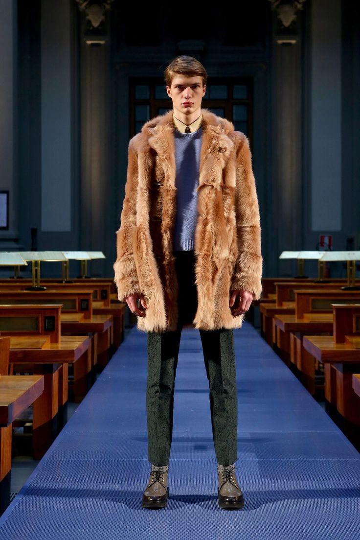 No-21: fall 2014 menswear fashion show. Original to Vogue.com slideshow: https://www.vogue.com/fashion-shows/fall-2014-menswear/no-21/slideshow/collection#13