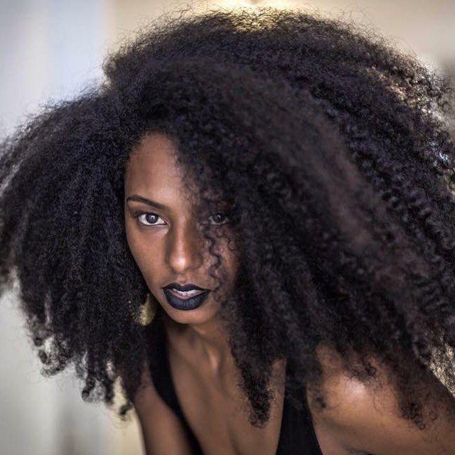 """563 Likes, 7 Comments - L A R I S S A   I S I S (@porlarissaisis) on Instagram: """"negro é lindo, não? #porlarissaisis"""""""