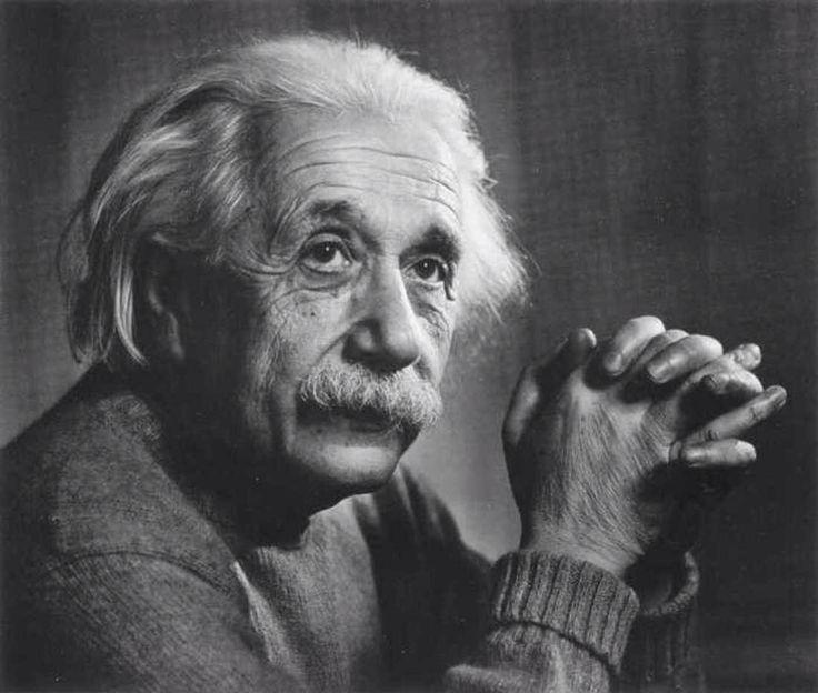 «К сожалению, возникает много недоразумений, когда веру в сверхъестественное существо путают с тем, что можно определить, как «эйнштейновская» религия. Эйнштейн время от времени говорил о боге (и он не единственный из учёных-атеистов, кто делал это); его высказывания подвергаются неверному толкованию сторонниками сверхъестественного, жаждущими принять желаемое за действительное и залучить в свой лагерь такого выдающегося мыслителя. Широко известно ложное толкование торжественной (или…