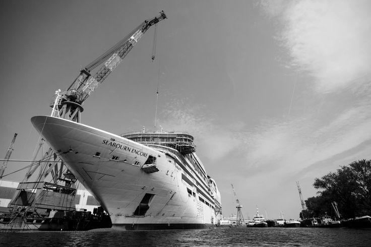 Issues raised by @UNESCO: passage of big cruise ships. #veniceheritageatrisk ph @SimonPadovani @awakeninginfo