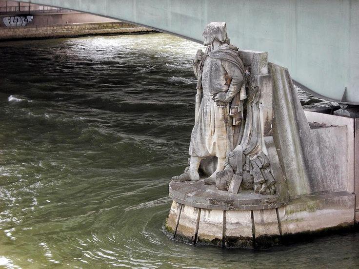 marie-evelyne Lacolomberie - Google+ Le Zouave du Pont de l'Alma à Paris.