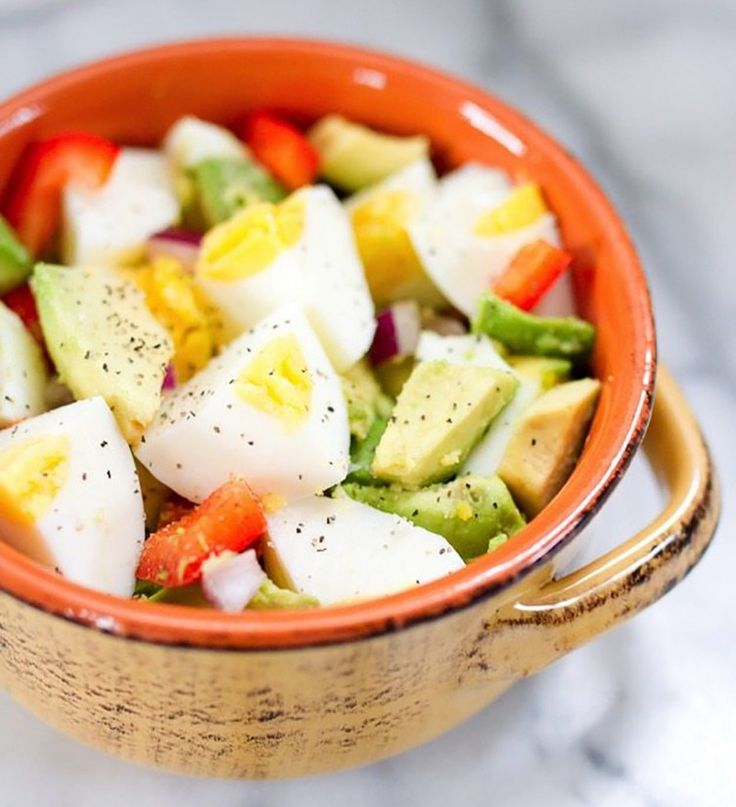 Rushing out the door? Chop up some avocado and pair with a well-seasoned hard boiled egg for a high-protein breakfast. Here we've got dozens of easy 5-minute ideas to make your routine run as smoothly as possible!