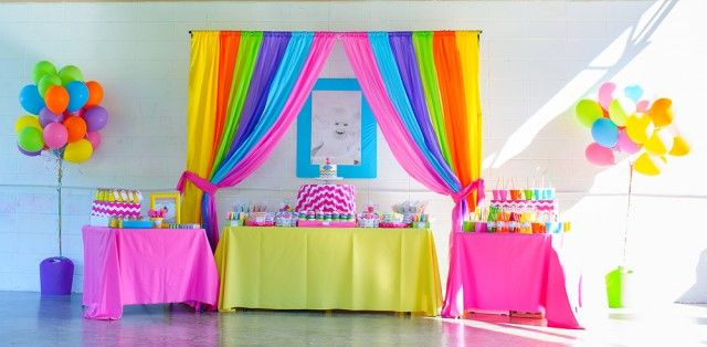 Love everything about this rainbow first birthday party especially the bright beautiful colors. I love everything Chevron @andersruff phenomenal as always!