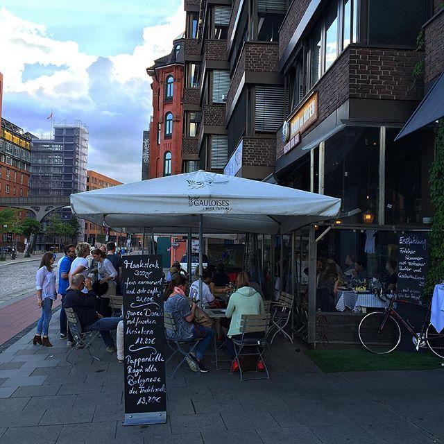 """️ Mini """"Public Viewing""""  und ganz wichtig  #crazysky #dfbteam #diemannschaft #em2016 #food #foodie #friends #grosseelbstrasse #hafen #Hamburg #hh #pizza #sky #wearehamburg #welovehh"""