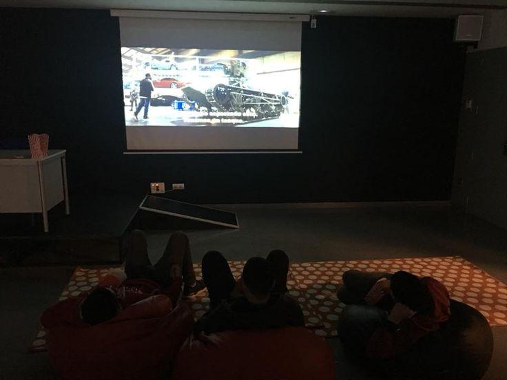 """Aquesta tarda a la sala d'actes de la biblioteca d'#Esparreguera Cinefòrum jove amb la pel.lícula """"La Gran Muralla"""" #quèfemalesbibios #cineforum"""