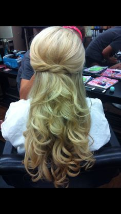 Beautiful Wedding hair half up half down in curls for a bride - Beauty and fashion