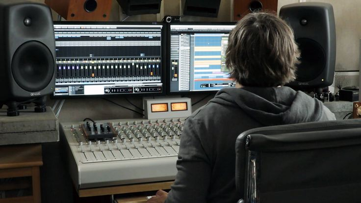 The latest entry in our Telekom Electronic Beats TV Studio Tips & Tricks series explores drum tuning with producer and sound engineer Hannes Bieger.