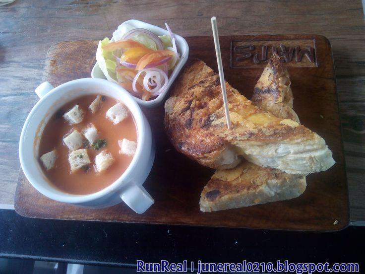 Grilled Cheese Sandwich http://junereal0210.blogspot.com/