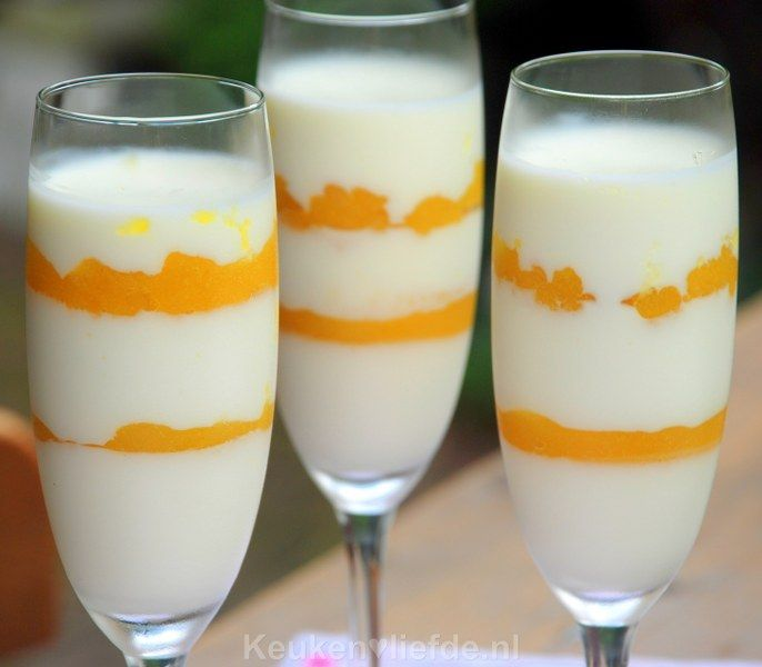 Yoghurt panna cotta met ananas