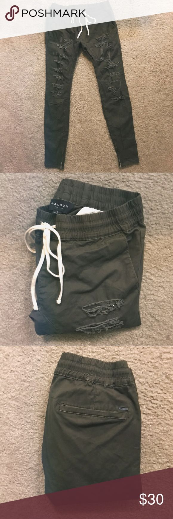 *NWOT* PacSun Men's S Skinny Brown Jogger Pants These joggers have front and back pockets, destroyed detailing with frayed edges throughout, and a versatile skinny fit with zippered cuffs for added edge. (From Pacsun.com) PacSun Pants Sweatpants & Joggers