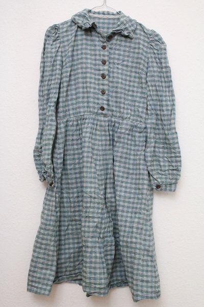 Süßes kariertes Winterkleid aus Baumwolle in angesagter Karo-Flanellhemd-Optik. Original Vintage.   Lange Ärmel, weicher und warmen Stoff. Holzknöpfe vorn.   Guter, gebrauchter Zustand. Wirkt...