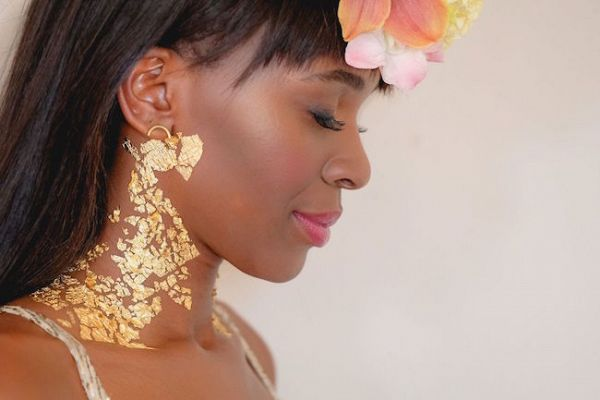 Gold Foil Makeup    #wedding #engaged #weddingdetails #aislesociety