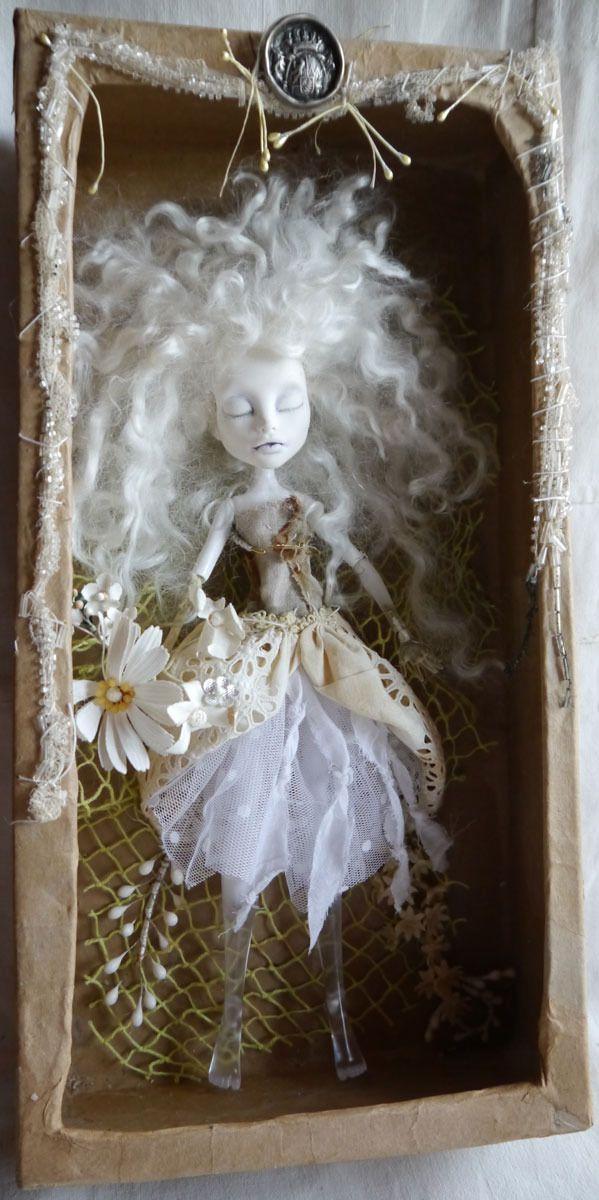 Poupée monster high Spectra customisée mohair et dentelles anciennes, Ophélie : Sculptures, gravures, statues par courtil-fantasque