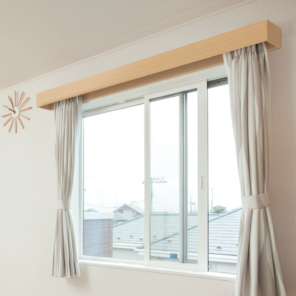 商品ラインアップ - カウンター・造作材・窓額縁 | インテリア建材 ラ ... カーテンレールを⽬隠しし、明かり漏れも軽減します。