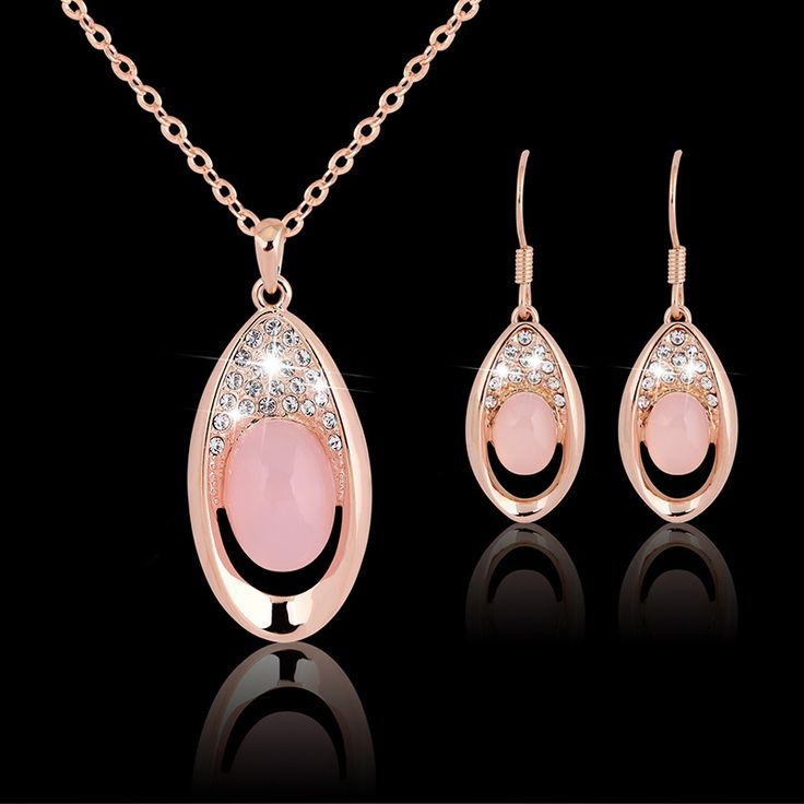Designer jewelry and accessories at 90% off. Free shipping.  www.mindyware.com