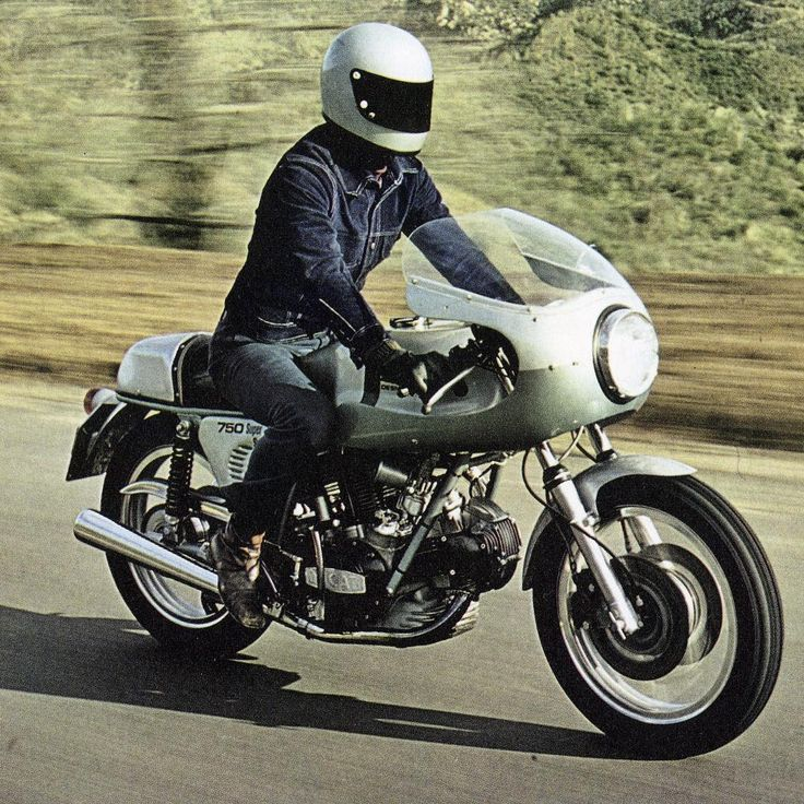 Great #vintagepicture of early #ducati #750ss #1973 #1974 #ducatibevel #roundcase #caferacer #madeinitaly