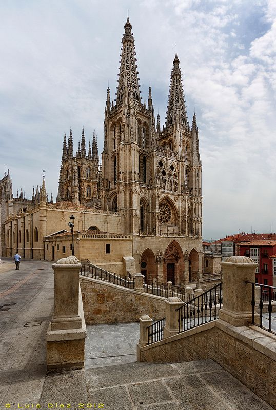 The Cathedral in Burgos, Spain. I did a report on this bad boy. - Las Vistas de España