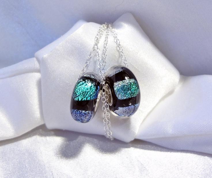 Hand made Large hole beads, fits most known brands. Black with green dichroic squares.-- Billes faites à la main a grand trou, conviennent à la plupart des maques connues. Noires, avec des carrés de verre dichoïque. $10.00 ch.