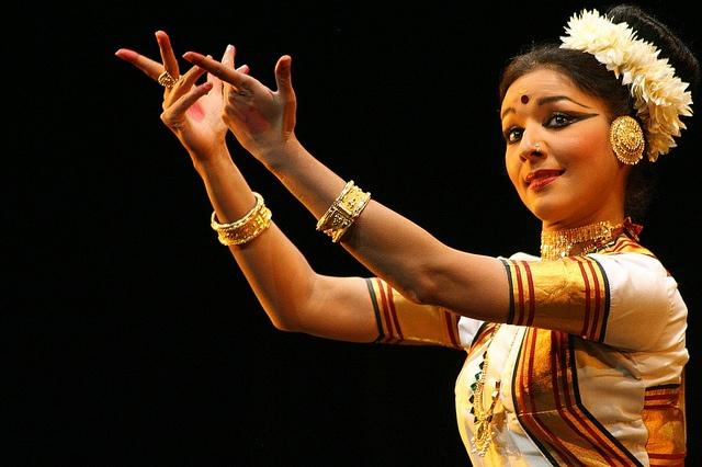 Mohiniyattam (Dance from Kerala)