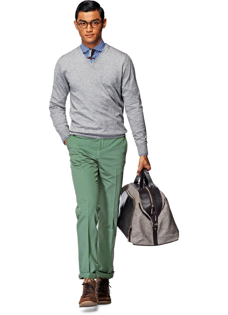 Go green with these lightweight Spring/Summer trousers. Cut with a flat front from pure Larusmiani cotton, these pale green pants feature slim, flat front tailoring and graphic print lining.
